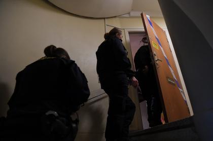 Autoridades suecas entran al apartamento de la mujer que habría tenido retenido a su hijo durante 30 años