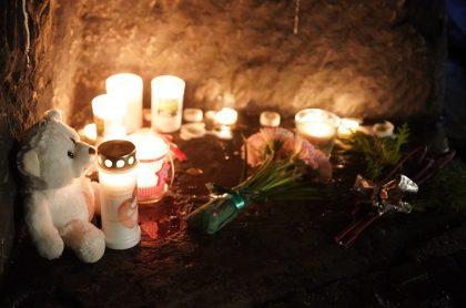 Monumento en Trier, Alemaina, por los cinco fallecidos, incluida una bebé, luego de que un conductor borracho los atropellara.