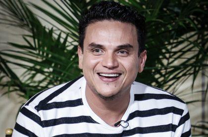 Silvestre Dangond, quien promocionaba su negocio antes de ser hospitalizado por cirugía de urgencia, en una foto en el lanzamiento de 'Cartagena' en el 2020.