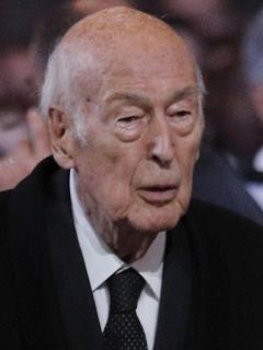 El expresidente francés Valery Giscard d'Estaing, fallecido este miércoles por coronavirus, cuando llegaba a un servicio religioso por el expresidente francés Jacques Chirac en la iglesia de Saint-Sulpice en París, en septiembre de 2019.