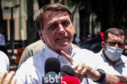 Bolsonaro evade responsabilidad de efectos secundarios de vacuna