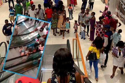 Imágenes del centro comercial camerunés en donde sus visitantes se cayeron en las escaleras eléctricas.