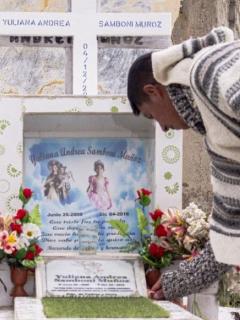 Juvencio Samboní, que visitó la tumba de su hija, contó que es mentira que hayan recibido indemnización por el crimen