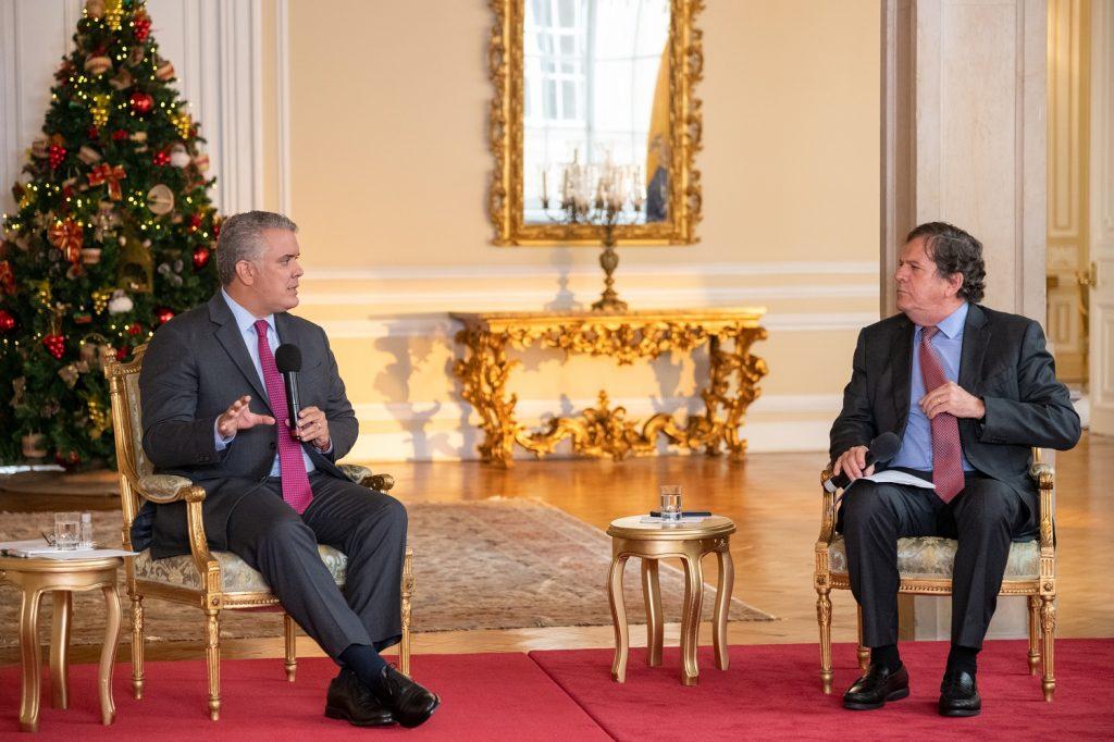 Presidente Iván Duque en el foro con el periodista Roberto Pombo / Presidencia de la República