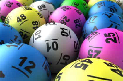 Balotas de lotería para ilustrar nota sobre probabilidades de ganar en Baloto, lotería y chance