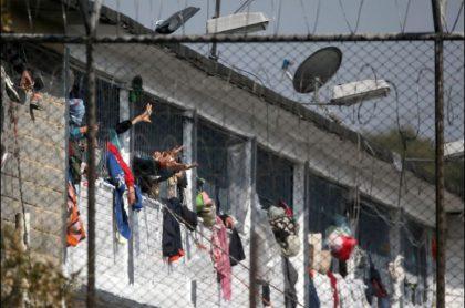 Imagen de reclusos en cárcel La Modelo, en donde investigarán a tres funcionarios por la muerte de 24 presos en medio de un motín
