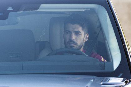 Luis Suárez, que está siendo investigado por posible fraude en un examen italiano, antes de llegar a un entreno del Atlético de Madrid.