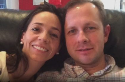 Andrés Felipe Arias al lado de su esposa Catalina Serrano, ilustra nota de que falsa noticia de que desapareció y se fugó, como aclaró el Inpec.