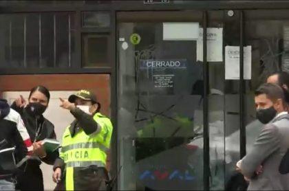 Imagen del Banco de Bogotá en donde ladrones, armados con pistolas, robaron dinero este 7 de diciembre
