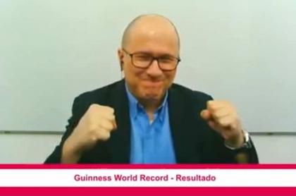 El youtuber colombiano Julioprofe, que enseña matemáticas en YouTube, logró el Récord Guiness este 7 de diciembre.
