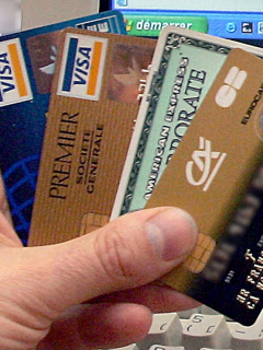 Tarjetas de crédito ilustran artículo Visa y Mastercard examinan sus vínculos con Pornhub