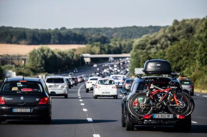 Foto de carros ilustra artículo Frenos y llantas pueden contaminar más que CO2 de carros