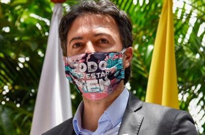 Daniel Quintero, alcalde de Medellín, al que criticaron por comparar quemados con pólvora con quemados políticos