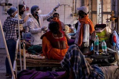 Centro médico en India donde fueron hospitliazdas cientos de personas por una extraña enfermedad.