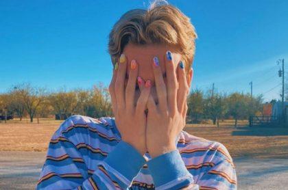 Trevor Wilkinson, un estudiante homosexual, denunció que las directivas del Clyde High School (Estados Unidos) lo expulsaron por pintarse las uñas.