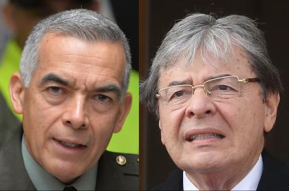 El director de la Policía, general Óscar Atehortúa, y el ministro de Defensa, Carlos Holmes Trujillo.
