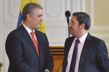 Iván Duque y Francisco 'Pacho' Santos, que seguirá como embajador de Colombia en Estados Unidos