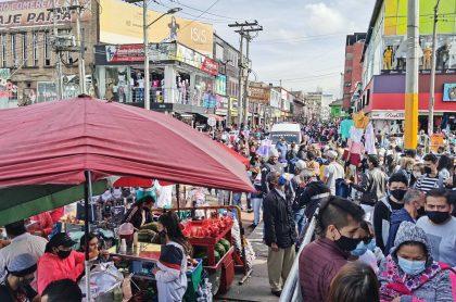 Aglomeraciones en San Victorino, por las que vendedores formales de ese comercio entutelaron a la Alcaldía de Bogotá