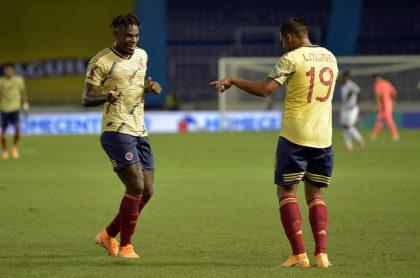 Duván Zapata y Luis Fernando Muriel celebran gol con la selección Colombia