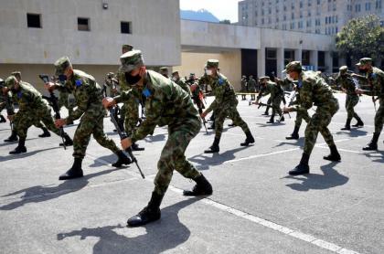 Imagen de entrenamiento de soldados del Ejército, que de ahora en adelante entonarán cantos en apoyo a las mujeres