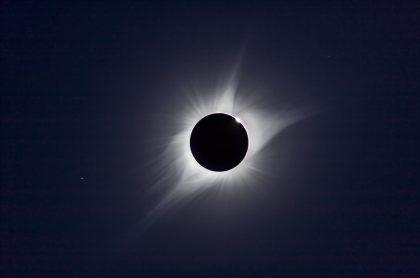 Eclipse total de Sol en 2017 para ilustrar nota sobre el que ocurrirá el 14 de diciembre de 2020