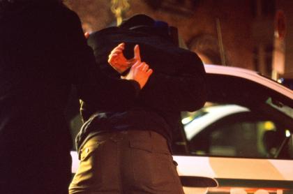 Imagen de un detenido ilustra nota sobre capturas de señalados miembros de la oficina de sicarios de San Andresito de la 38