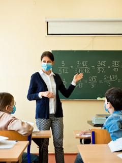 Profesores deberían tener prioridad en vacuna contra COVID-19
