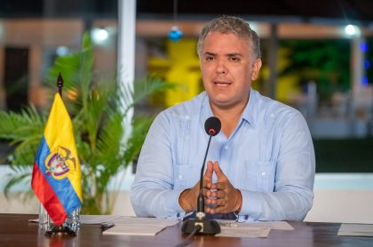 Entes de control critican gestión de Gobierno Duque con vacunas