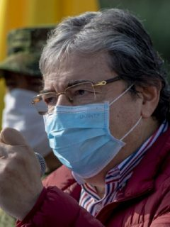 Ni Carlos Holmes Trujillo ni el general Óscar Atehortúa tendrán que cumplir con 3 días de arresto.