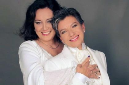 Foto del matrimonio de Claudia López con Angélica Lozano.