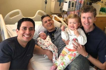 Primera familia poliamorosa reconocida legalmente, en EE. UU.