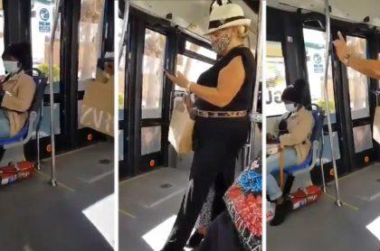 Española racista que pidió que una mujer negra se levantara de silla de bus
