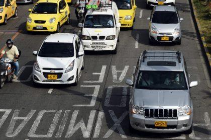 Carros particulares, que tendrían más impuestos, en Bogotá.