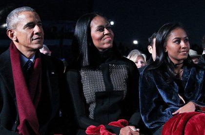Sasha Obama, junto a sus padres en una reunión en  Washington.