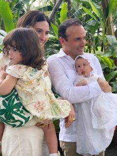 Foto de Taliana Vargas y Alejandro Éder, quienes bautizaron a su hijo