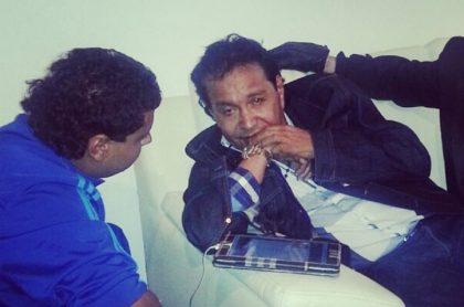 Diomedes Díaz con su hijo Rafael Santos Díaz, quien le contó a Pulzo un secreto poco conocido del 'Cacique de La Junta'.