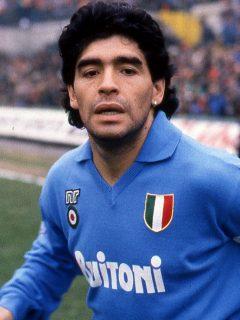 Diego Maradona, quien tuvo conversaciones sobre prostitutas y drogas con la mafia de Napoli cuando jugaba para el club de esa ciudad