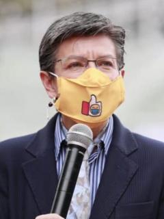 El representante Gabriel Santos formuló críticas a Claudia López por sus medidas para la pandemia en Bogotá.