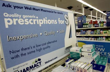 Cartel grande anuncia, en septiembre de 2006, nuevos precios dentro de la farmacia Walmart, demandada por el Departamento de Justicia de EE.UU., por crisis de opiáceos.