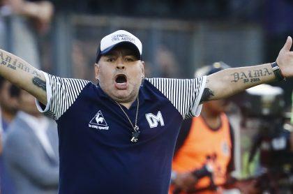 Diego Maradona dirigiendo a Gimnasia antes de morir