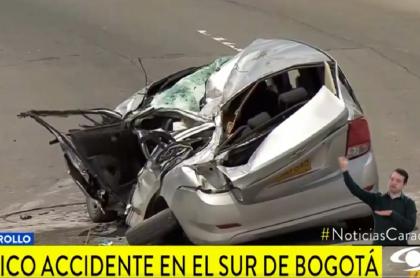 Carro familiar que recibió impacto de camión cisterna que se volcó en Ciudad Bolívar (Bogotá)