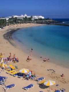 La Alcaldía de Cartagena habilitó actividades turísticas en Playa Blanca, para reactivar la economía.