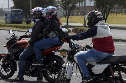 Motociclistas, que tendrán nueva multa a partir de 2021 si no usan bien el casco
