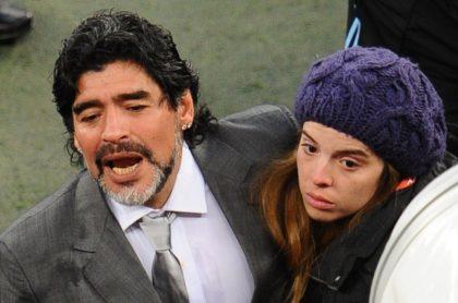 Diego Maradona y su hija Dalma, quien junto a su hermana Giannina se hizo un tatuaje en honor a su padre