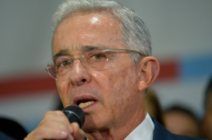 Álvaro Uribe, expresidente de Colombia, dijo que congresistas del Centro Democrático no aceptarán aumento de salarios del 5,12 %.