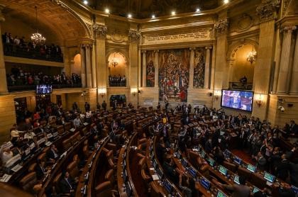 Salario de los congresistas en Colombia aumentará y también recibirán un retroactivo.