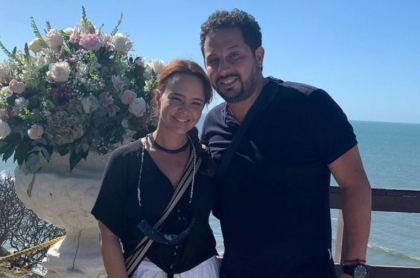 Natasha Klauss y su novio Daniel Gómez, con el que se va a casar