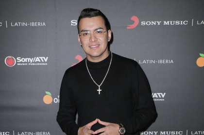 Yeison Jiménez, cantante que respondió calientes preguntas de sus fans.