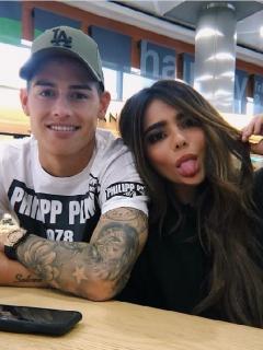 Juana Valentina Restrepo, con su hermano, James Rodríguez, y su mamá, María del Pilar Rubio, quien le 'saboteó' juego de Instagram.