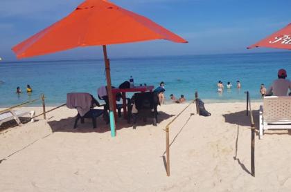 Imagen de la reapertura en Playa Blanca, en donde hubo alta demanda de turistas y molestia entre comerciantes